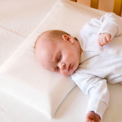 Imagem 2 do produto Travesseiro de Espuma com Memória M (0m+) - Clevamama