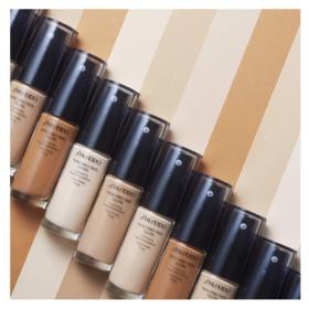 Base Liquida Shiseido - Synchro Skin Glow Luminizing Fluid Foundation SPF 20 - N1